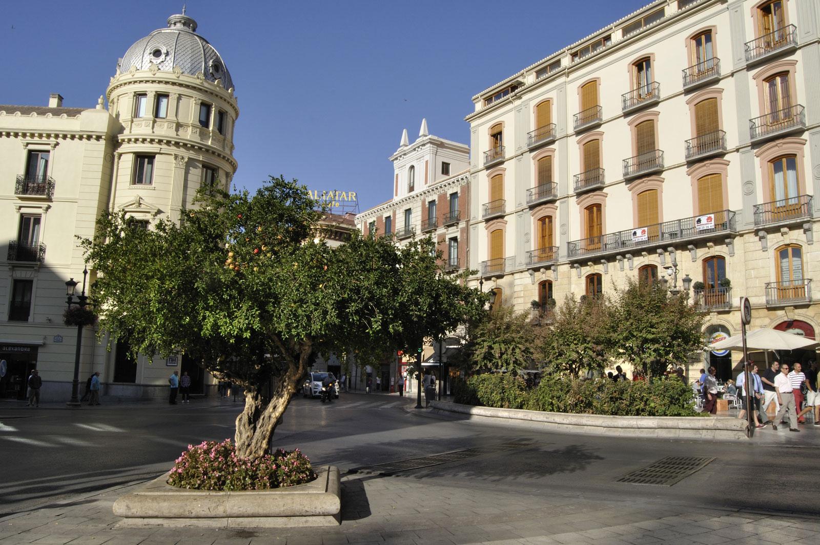 Una ciudad rom ntica besarse en granada - Parking plaza puerta real en granada ...