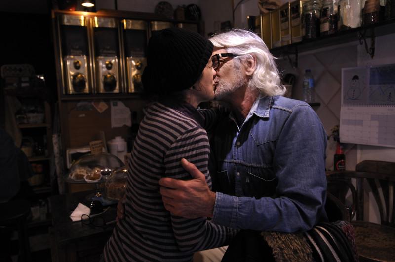 besarse en granada, beso en llévate cafe 2._01