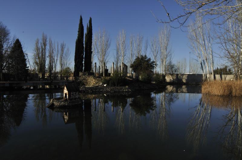 parque garcia lorca, estanque al sol