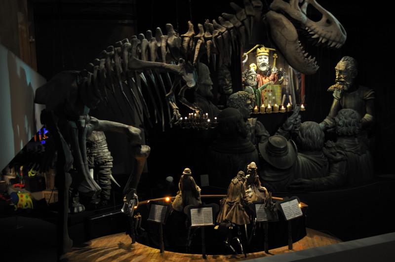 titeres etcetera, serva, dinosaurio y retablo