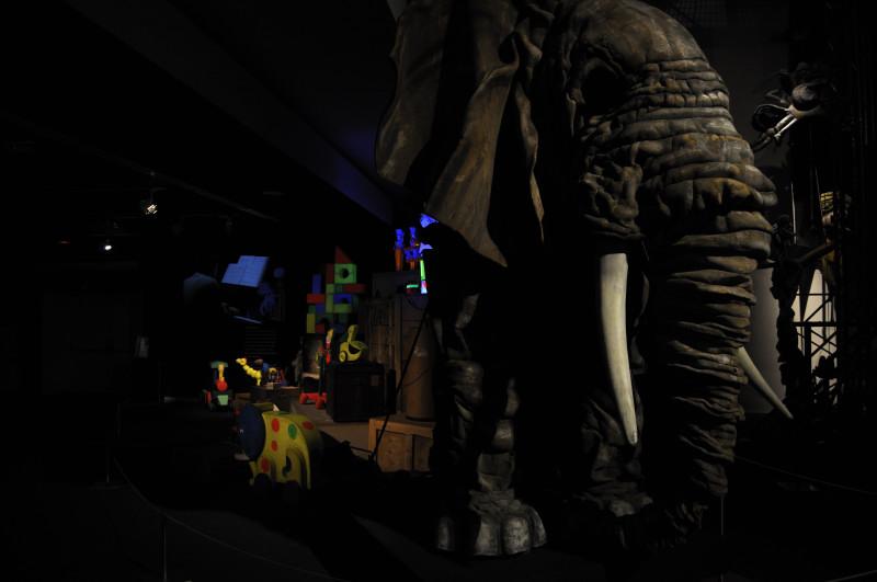 titetres etcetera, elefante y juguetes
