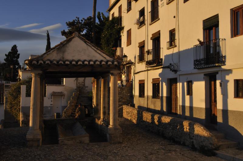 Categor as lavadero puerta del sol besarse en granada for Puerta lavadero